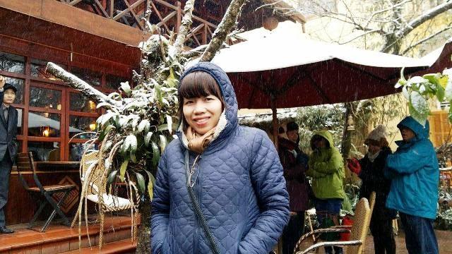 """Hàng nghìn du khách đã đổ về Sa Pa (Lào Cai) để """"săn"""" đợt tuyết được cho là lớn nhất trong nhiều năm qua"""