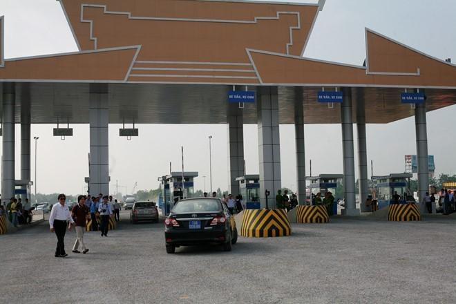 Cầu Hạc Trì có tổng mức đầu tư hơn 1.900 tỷ đồng bắc qua sông Lô với mục đích thay thế cầu Việt Trì cũ