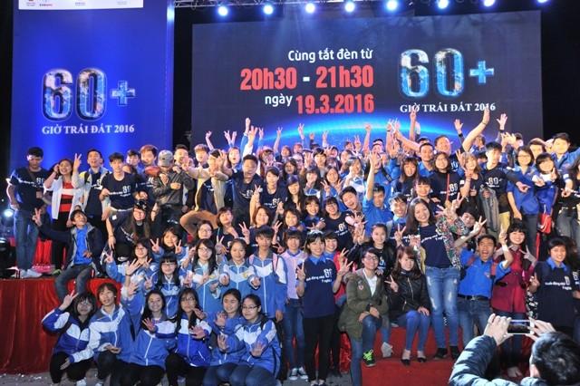 Các bạn trẻ hào hứng tham gia hưởng ứng Giờ Trái đất tại TP Bắc Ninh
