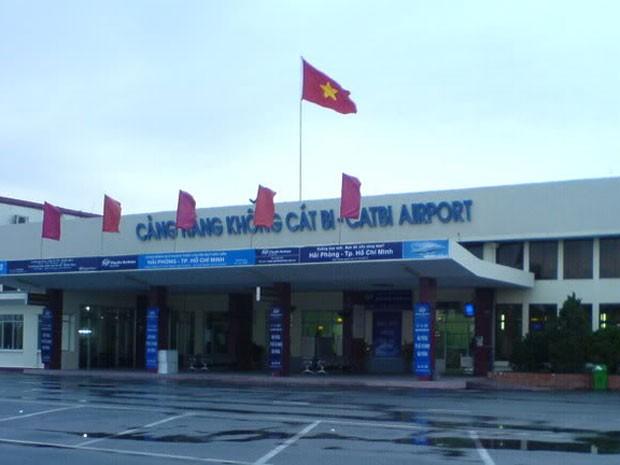 Thời tiết tại sân bay Cát Bi liên tục xấu, nhiều ngày nay hàng loạt chuyến bay đã bị hủy hoặc phải chuyển hướng đi Nội Bài