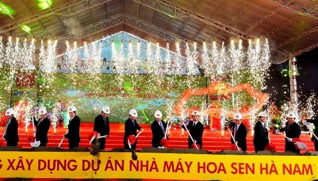 Phó Thủ tướng Vũ Văn Ninh cùng lành đạo Bộ, ngành và lãnh đạo tỉnh Hà Nam khởi công dự án nhà máy Hoa Sen ở Hà Nam