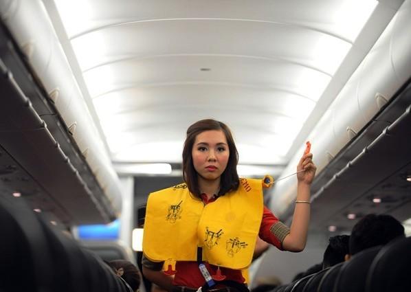 Phải được phép của phi hành đoàn thì hành khách mới được sử dụng