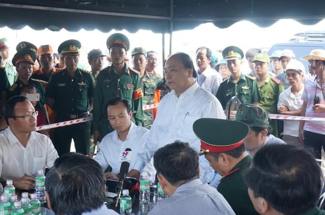 Thủ tướng Nguyễn Xuân Phúc trực tiếp thị sát, chỉ đạo công tác tìm kiếm 3 nạn nhân mất tích tại Đà Nẵng chiều 5/6