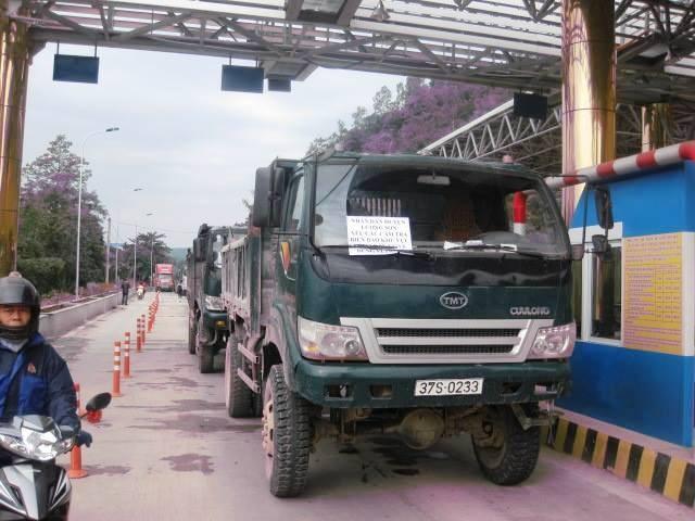 Trạm thu phí BOT Quốc lộ 6 Lương Sơn- Hòa Bình đã nhiều lần bị người dân phản ứng vì quá nhiều bất cập