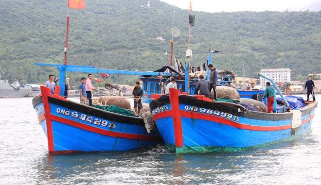 Tàu cá của ngư dân Việt Nam liên tiếp bị tàu Trung Quốc tấn công khi đang khai thác hải sản trên biển
