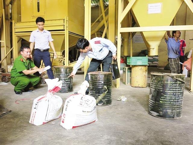 Nhiều vụ việc lạm dụng chất cấm trộn vào thức ăn chăn nuôi đã bị cơ quan chức năng phát hiện và xử lý