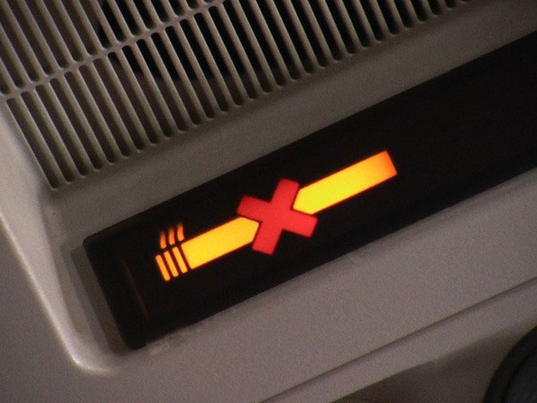 Các chuyến bay đều quy định, hành khách không được hút thuốc trên máy bay