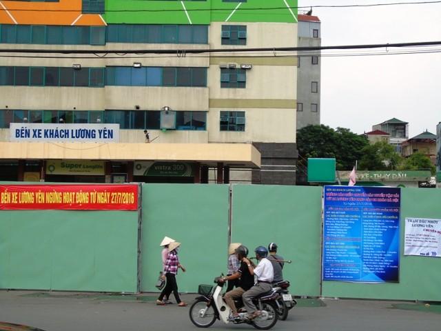 Bến xe Lương Yên được quây rào tôn, chính thức dừng hoạt động từ sáng 27/7