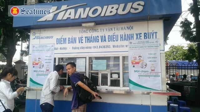 Transerco Hà Nội đang thí điểm làm thẻ vé xe buýt tháng trực tuyến, khách hàng không phải đi lại nhiều lần