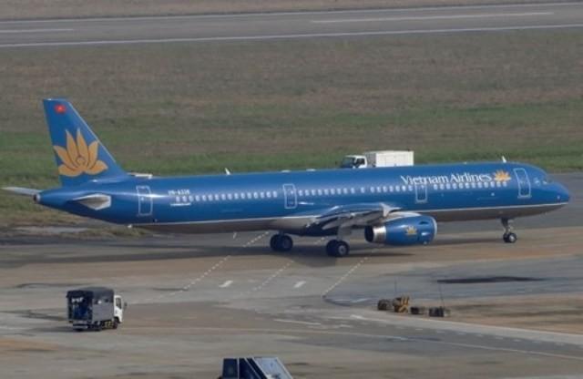 Một máy bay A321 của Vietnam Airlines bị rách đuôi