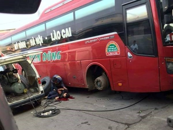 Hiện trường xảy ra vụ tai nạn nổ lốp xe chiều 22/9 tại bến xe Mỹ Đình