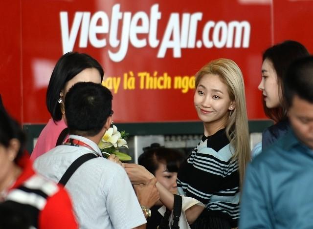 Các cô gái xinh đẹp của nhóm Wonder Girls đã có mặt tại sân bay Tân Sơn Nhất vào chiều 20/12