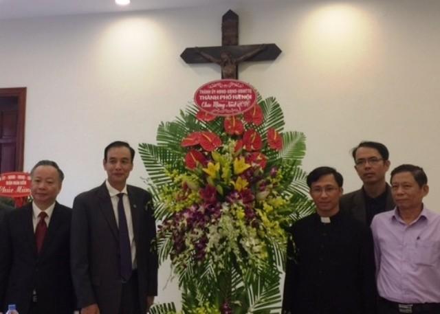 Phó Bí thư Thành ủy Hà Nội Đào Đức Toàn chúc mừng Giáo xứ Hàm Long nhân dịp lễ Noel 2016