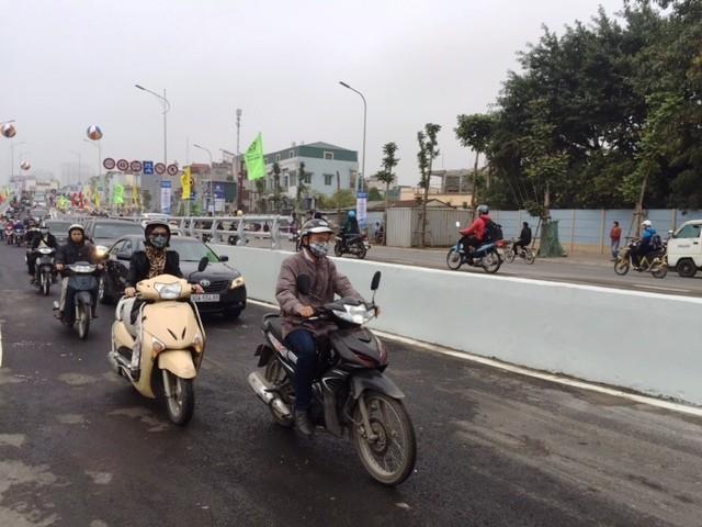 Cầu vượt Ô Đông Mác - Nguyễn Khoái cấm các loại xe tải lưu thông