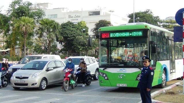 20 xe buýt nhanh BRT vận hành thử trên tuyến vào khung giờ cao điểm sáng nay 29/12