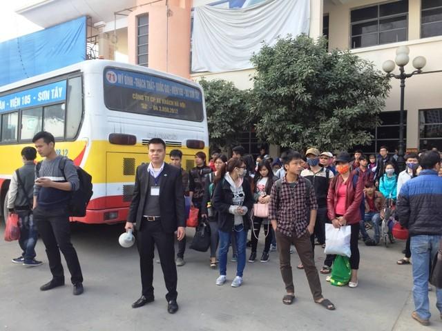 Tổng công ty vận tải Hà Nội phải tăng cường xe buýt chở khách sang bến Giáp Bát và Nước Ngầm miễn phí