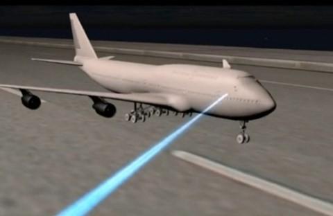 Tại sân bay Nội Bài vừa xảy ra 1 vụ chiếu đèn công suất lớn vào tàu bay đang chuẩn bị hạ cánh