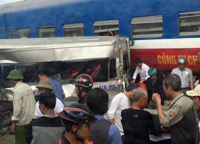 Hiện trường vụ tai nạn đường sắt tại Nam Định chiều 4/2 làm 1 người chết tại chỗ, 5 người bị thương nặng