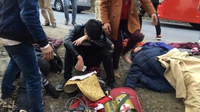 Nhiều người bị thương trong vụ xe khách lao xuống vực ở Sa Pa chiều 3/3
