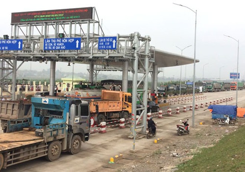 Trạm thu phí BOT Tam Nông tạm dừng thu để tìm phương án phù hợp sau 2 ngày người dân chặn xe phản đối