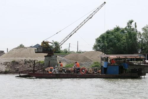 Bộ GTVT khẳng định, tất cả các dự án nạo vét luồng lạch trên sông đều phải được địa phương chấp thuận mới được triển khai