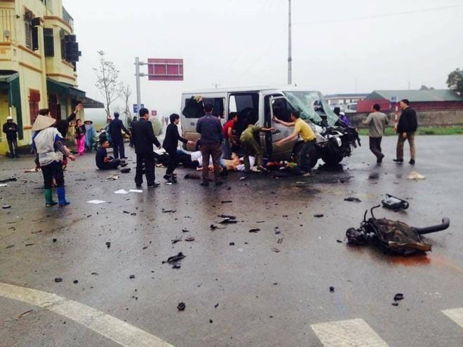 Hiện trường vụ xe đi đón dâu tông nhau với xe tải làm 3 người tử vong tại Hà Nam (