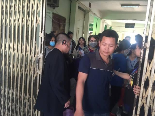 Người dân ùn ùn rời khỏi Thủ đô Hà Nội đi nghỉ lễ 30-4 ảnh 4