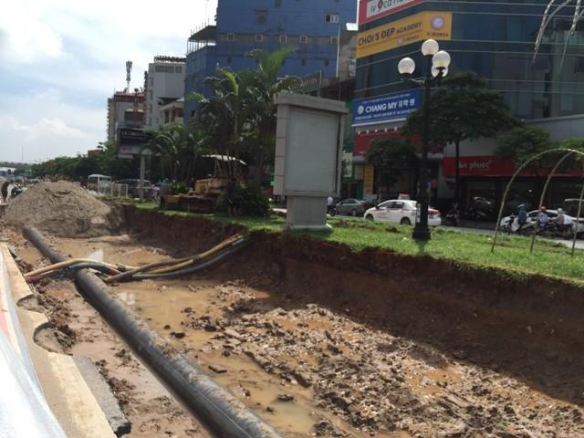 Đến chiều 13/7 hàng nghìn hộ dân ở Trung Hòa vẫn bị mất nước