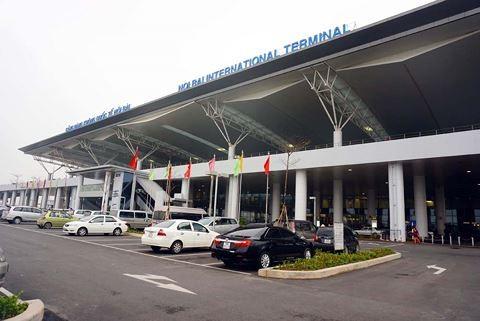 Bộ GTVT cho biết sẽ bổ sung việc thu phí vào sân bay đối với ô tô và sẽ không tạm dừng thu loại phí này theo kiến nghị của Cục Hàng không