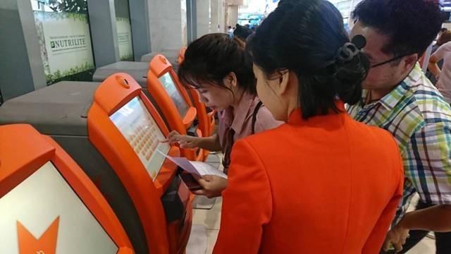 Kiosk check in tự động tại sân bay Tân Sơn Nhất chỉ mất 30 giây