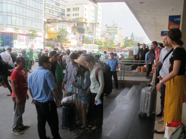 Ga Hà Nội đông đúc từ 16h chiều 1-5