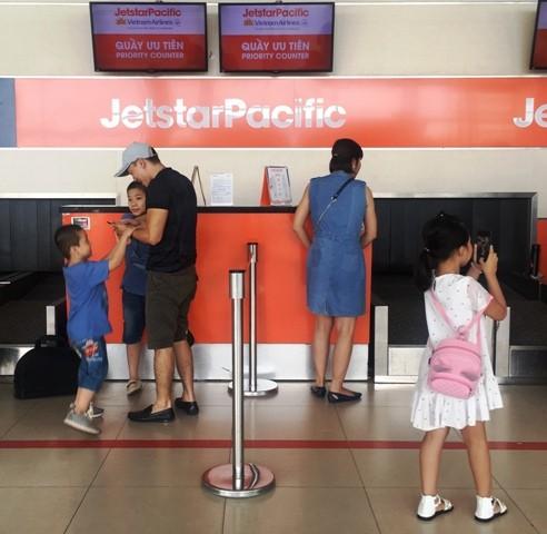 Khách đi cùng trẻ em, người cao tuổi sẽ được ưu tiên làm thủ tục tại sân bay