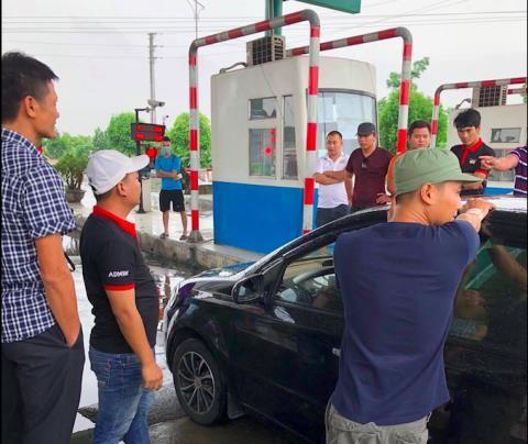 Lái xe liên tục phản đối trạm BOT Mỹ Lộc vì cho rằng không đi tuyến đường nhà đầu tư làm