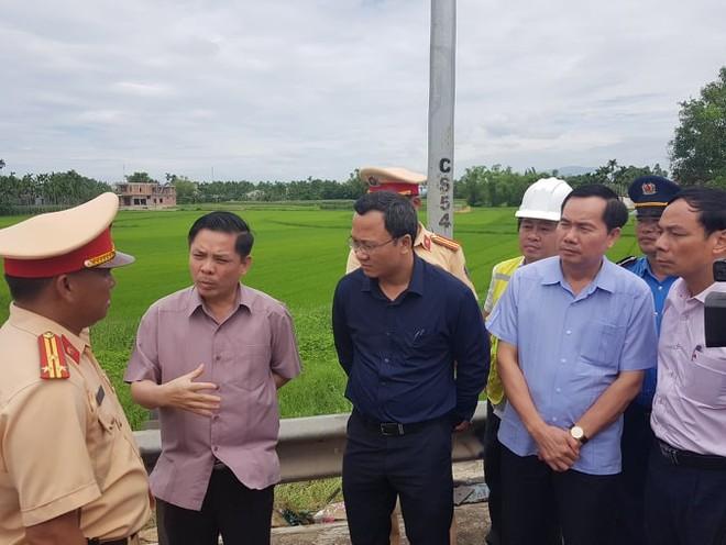 Lãnh đạo Bộ GTVT, Ủy ban ATGT quốc gia làm việc tại hiện trường vụ tai nạn thảm khốc ở Quảng Nam