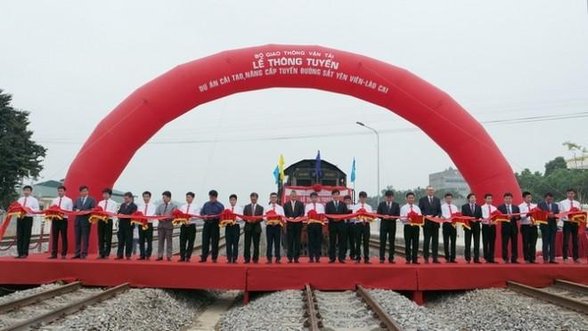 Thông tuyến đường sắt Yên Viên- Lào Cai vào tháng 4-2015