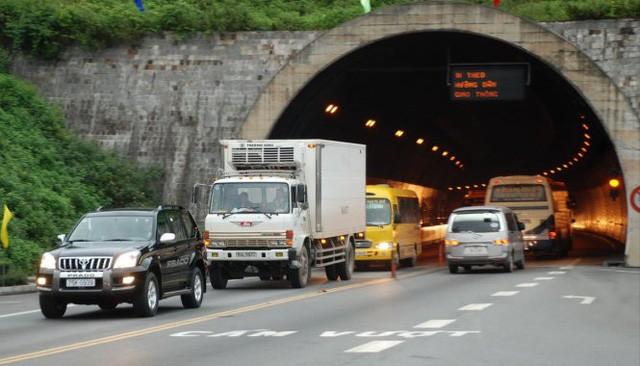 Vỏ hầm đường bộ Hải Vân được ghi nhận với hơn 320 vết nứt