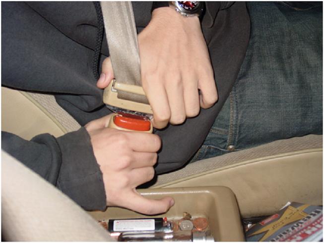 Tất cả ghế ngồi trên ô tô chở người sẽ phải có dây an toàn