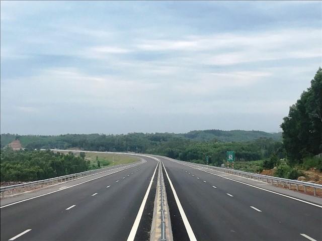 Cao tốc Đà Nẵng- Quảng Ngãi sẽ thông xe vào ngày 2-9 tới đây, mức phí là 1.500 đồng/km/xe tiêu chuẩn