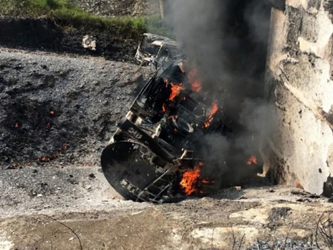 Sự cố hư hỏng cầu Ngòi Thủ trên cao tốc Nội Bài- Lào Cai sau vụ cháy xe bồn khiến cao tốc này đang bị đình trệ