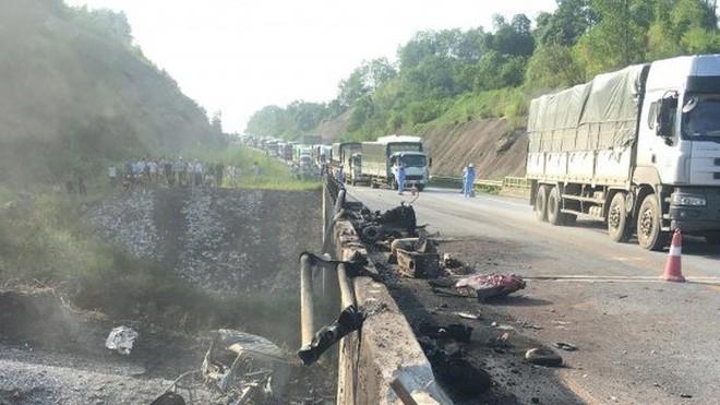Sự cố cháy xe bồn chở xăng đã làm hư hỏng nặng cầu Ngòi Thủ trên cao tốc Nội Bài - Lào Cai