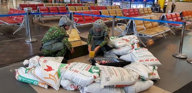 Lực lượng công binh thuộc Bộ Tư lệnh Thủ đô đã vào cuộc, xử lý chiếc valy có chứa thuốc nổ TNT
