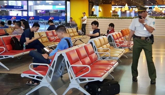 Chiếc valy màu đen được xác định vô chủ tại khu vực nhà ga hành khách sân bay quốc tế Nội Bài
