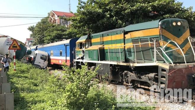 Vượt đường sắt thiếu quan sát, xe bồn