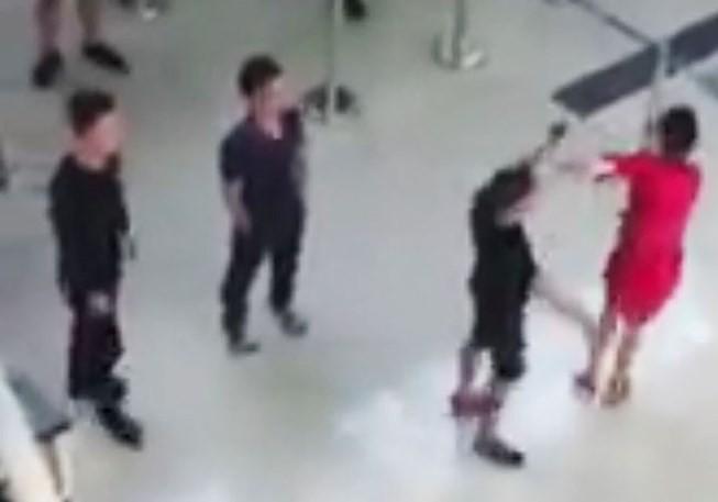 An ninh sân bay Thọ Xuân đã bị xử phạt vi phạm hành chính liên quan vụ nữ nhân viên Vietjet bị hành hung tại sân bay Thọ Xuân