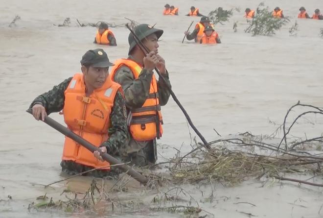Đợt lũ khủng khiếp ở miền Trung hiện tại do mưa lớn chưa từng xảy ra trong lịch sử
