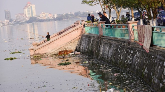 Xung quanh Hồ Tây đang bị ô nhiễm khá nghiêm trọng