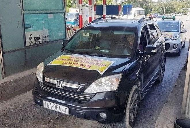 Những ngày qua, nhiều lái xe đã phản đối việc thu phí tại trạm Bắc Thăng Long- Nội Bài