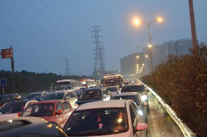 Tối ngày mùng 4 Tết Nguyên đán, cao tốc Pháp Vân- Cầu Giẽ ùn tắc nghiêm trọng chưa từng có, chủ đầu tư buộc phải xả trạm