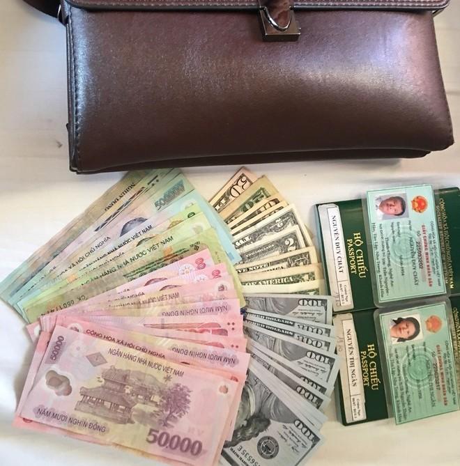 Số tiền mặt và giấy tờ tùy thân mà hành khách Nguyễn Duy Chất bỏ quên trên tàu SE2