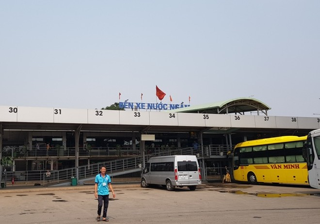 Vị trị vốn dành cho nhà xe chạy tuyến Nam Định,Thái Bình xếp nốt tại bến Nước Ngầm thì nay thường xuyên bỏ trống